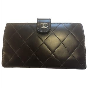 Chanel wallet good condition wine burgundy color.